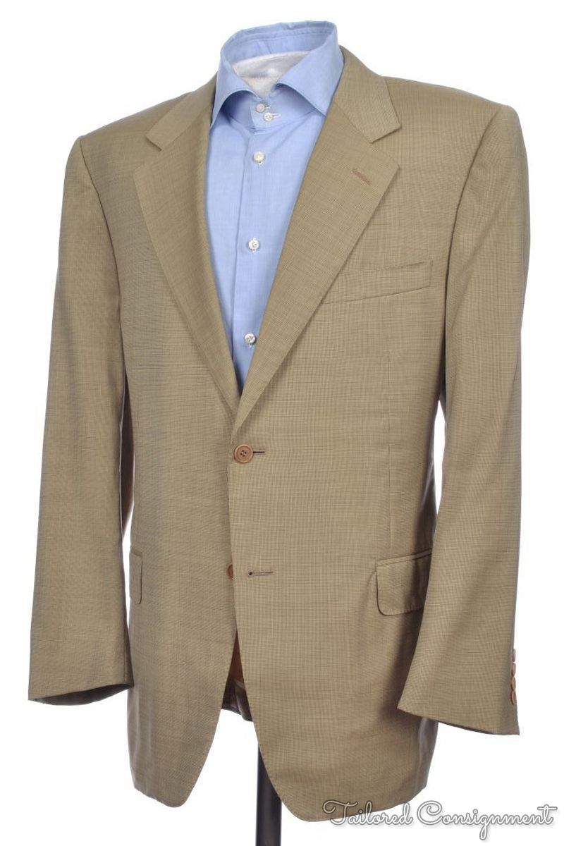 Jun 04, · How to Wear a Sport Coat. Three Parts: Steps. Part 1. Picking a Sport Coat. 1. If the coat is patterned, choose neutrally colored pants in beige, grey, fawn, cream, etc. The pants should not compete with the coat. For a light-colored sport coat, match with dark colored pants. For a dark colored sport coat, match with light colored pants%().